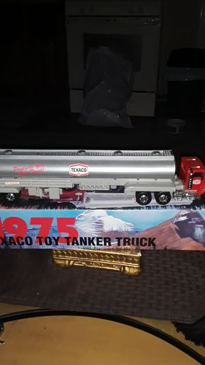 VINTAGE TEXACO COLLECTABLE TOY TANKER 1O WHEELER SEMI TRUCK ORIGINAL CONDITION for Sale in Providence, RI