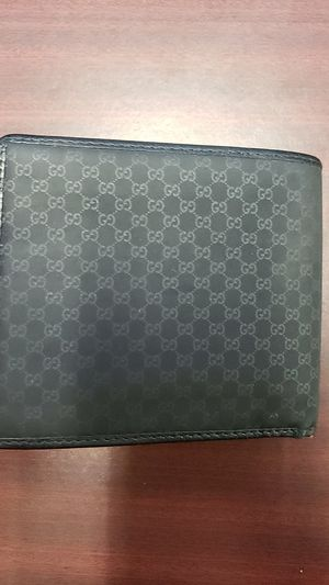 Gucci Wallet. Great Condition! Super sharp and nice! for Sale in Arlington, TX