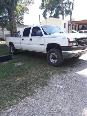 Chevy silverado hd 2500 for Sale in Prairieville, LA