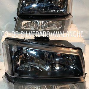 Headlights / Farros 03-06 CHEVY SILV 2500hd 3500 03-06 AVALACHE 1500 03-04 Silverado 2500 for Sale in Ontario, CA