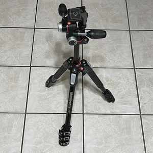 Manfrotto 190 Aluminium 4-Section Tripod with head for Sale in Hialeah, FL