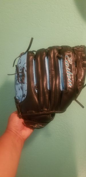 Easton Baseball glove..size 12 1/2..fits on left hand..good condition! for Sale in Modesto, CA