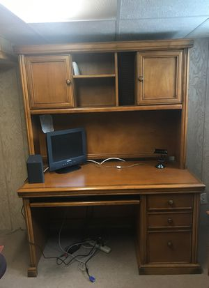 Desk with Hutch and filing cabinet for Sale in IND HEAD PARK, IL