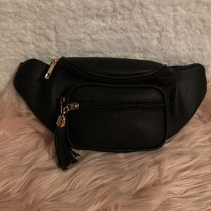 Black waist bag for Sale in Anaheim, CA