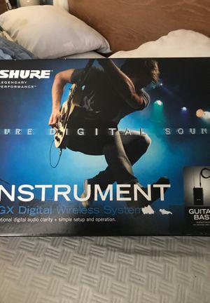 Selling like new shure guitar/ Bass. Digital Wireless Transmitter for Sale in Miami, FL