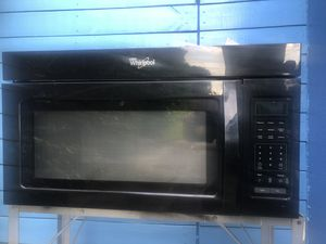 Whirlpool 1.7 cu ft Over-the-Range Microwave (Black) for Sale in Fort Lauderdale, FL
