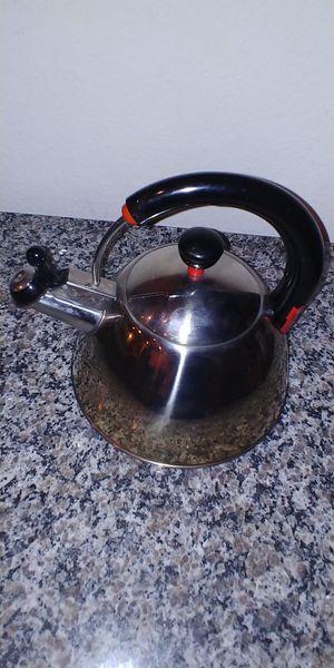 "FARBERWARE 2qt/10"" Whistling Stainless Steel Tea Kettle K7055 for Sale in Georgetown, TX"