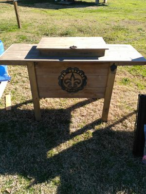 Used wood ice chest 125 gotta go for Sale in Longview, TX