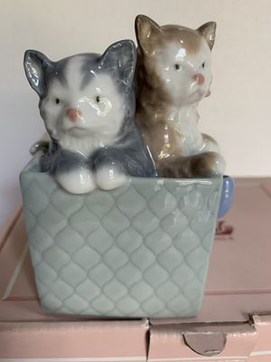 Nao by Lladro. Porcelain Figurine. Cats in a Gift Box for Sale in Virginia Beach, VA