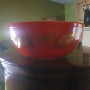 Vintage Pyrex Red Christmas Gold Leaf Holly Berry Large Bowl for Sale in Huntington Beach, CA