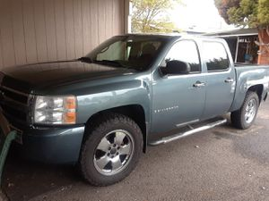 Chevy Silverado 2008 4x4, 5,3 motor I buy the tires last year for Sale in Vancouver, WA