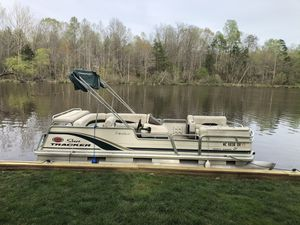2003 Suntracker party barge pontoon 21 for Sale in Cedar Grove, NC