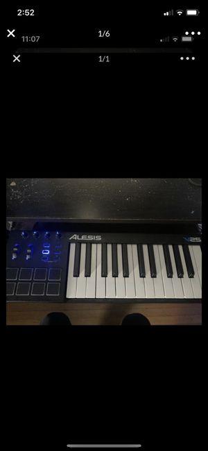 Alesis V25 MIDI Keyboard for Sale in Riverside, IL