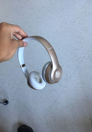 Dre beat wirless headphones for Sale in University City, MO
