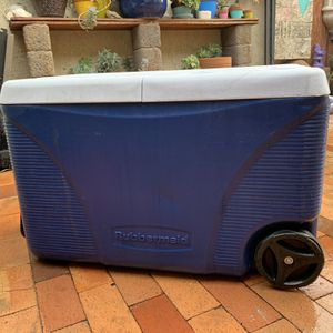 Cooler with Wheels and Handle for Sale in Fontana, CA