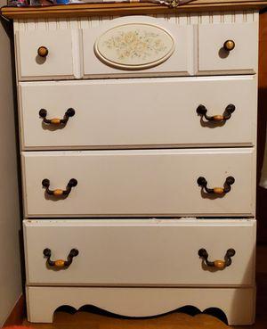 4 drawer dresser for Sale in Elizabeth, NJ