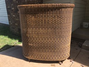 Wicker outdoor bar with 2 chairs for Sale in Lancaster, OH