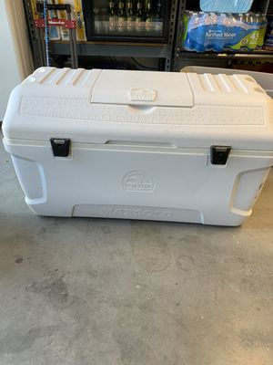 Igloo maxold cooler over 3 feet wide for Sale in Fontana, CA