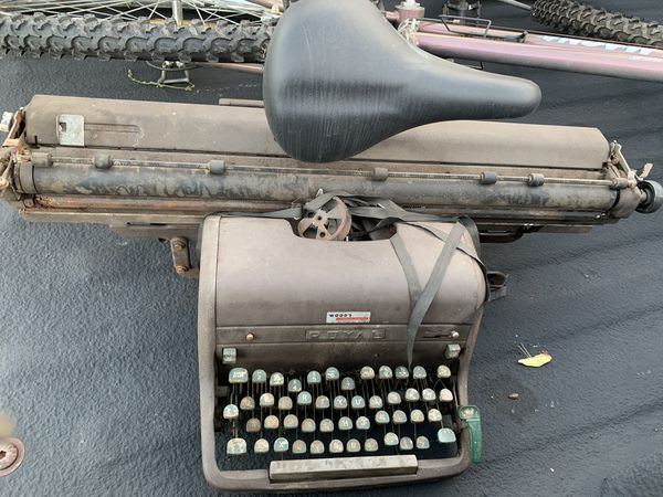 Vintage 1920's Royal Typewriter