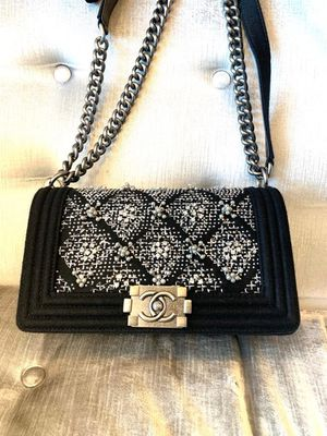 Authentic Chanel Boy Bag Size Medium for Sale in Los Angeles, CA
