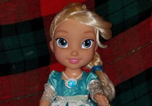 Frozen Elsa Snow Glow & Sing Doll for Sale in North Providence, RI