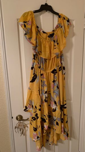Brand New Yellow Floral Dress size 18/20 for Sale in Alta Loma, CA