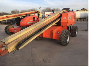 JLG 600S 60FT Straight boom. DSL 4WD for Sale in Chicago, IL
