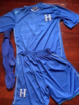 Vendo uniforme 13 set usado como nuevo solo se a usado 4 veces $250 interesados Tex size L M for Sale in Sterling, VA