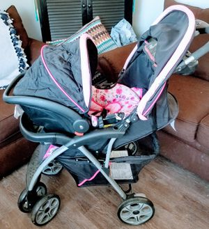 Stroller Car Seat Combination. Like June's Online Consignment Shop on Facebook. for Sale in Neenah, WI