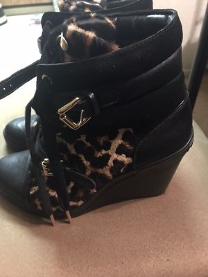 Michael kors leopard print shoe size 8 for Sale in Seattle, WA