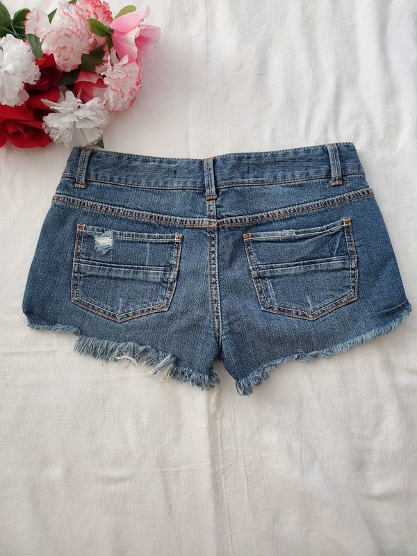 Denim shorts fringe -size 5 Juniors- can't pickup, no problem! I'll ship it to you same day!