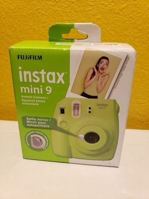 Fujifilm - instax mini 9 Instant Film Camera - Lime Green With close up lens attachment and selfie mirror new never used selling for only $50 for Sale in Carson, CA