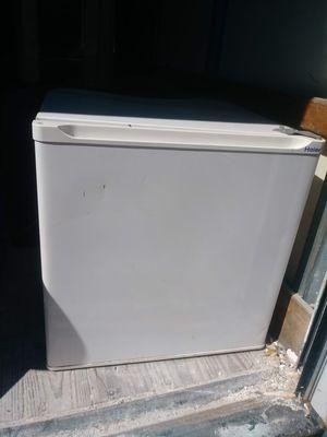 Mini fridge for Sale in Jacksonville, FL