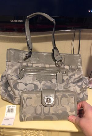 Classic Coach Handbag + Matching Wallet for Sale in Normandy Park, WA