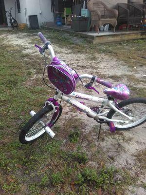 """18"""" GIRL PEACE DESIGN BIKE PURPLE AND WHITE for Sale in Tampa, FL"""