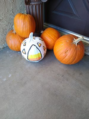 Free pumpkins/ calabazas gratis for Sale in Fontana, CA