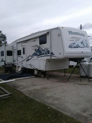 2005 Montana 5th wheel for Sale in Foxborough, MA