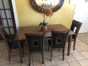 Dining room table for Sale in Modesto, CA