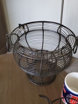Wire Pedestal Basket for Sale in Allen Park,  MI