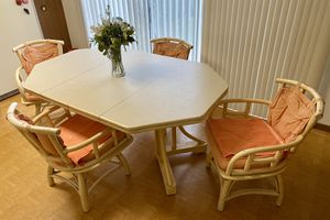 LARGE KITCHEN TABLE & CHAIRS for Sale in Elgin, IL