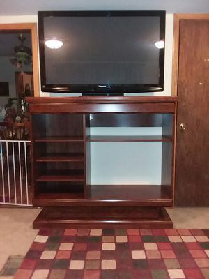 ENTERTAINMENT CENTER WITH ADJUSTABLE SHELVES for Sale in Anderson, MO
