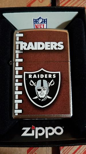 Zippo NFL Oakland raiders street chrome 72471 for Sale in Los Angeles, CA