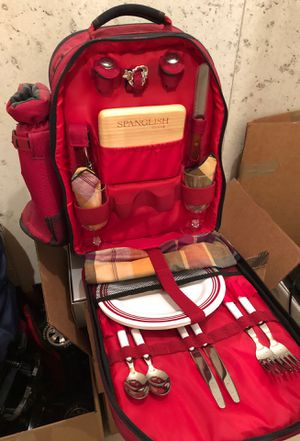 Picnic backpack - complete with dishes. Never used for Sale in Bolingbrook, IL