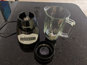 Black and decker 5 cups glass jar blender for Sale in Virginia Beach, VA