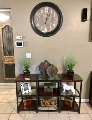 Beautiful entryway table / TV console for Sale in Orlando, FL