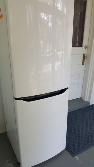 LG Refrigerator Apartment-sized for Sale in Alexandria, VA