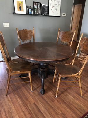 FARMHOUSE SHABBY CHIC DINING TABLE AND SIX CHAIRS for Sale in O'Fallon, MO