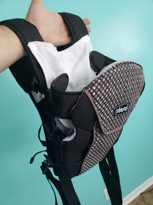 Chicco baby carrier for Sale in West Jordan, UT
