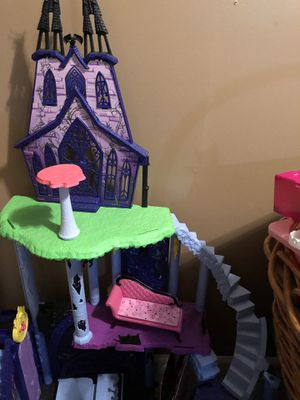 Used, Monster High Doll Castle with all pieces, backgrounds additional Monster High items that include accessories, furniture, household items, backgrounds for Sale for sale  Williamstown, NJ