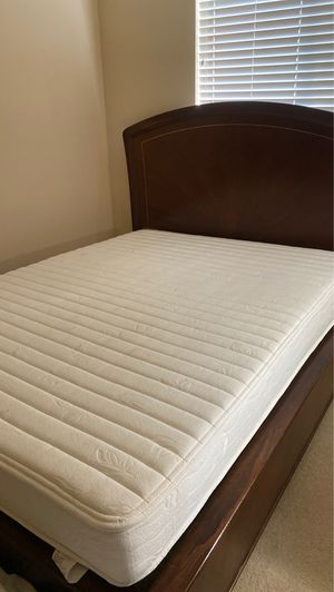 Queen mattress and box spring for sale for Sale in Issaquah, WA